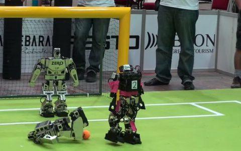 Los robots son muy malos jugando al fútbol #robots